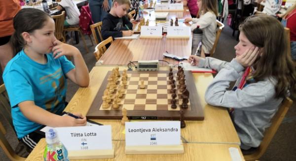 Lotta Tiitta pelasi 7. kierroksella tasan Viron tyttöä vastaan