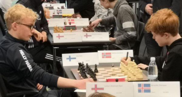 Elias voitti tiukan pelin jälkeen mustilla 2. kierroksella suunnilleen samanlukuisen norjalaisen